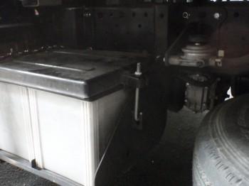 取付事例:トラックのバッテリー